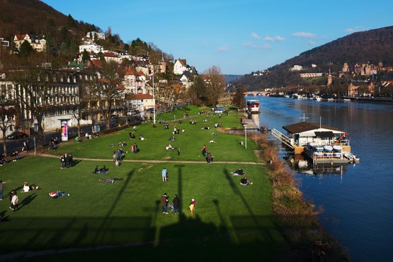 brzeg rzeki w Heidelbergu