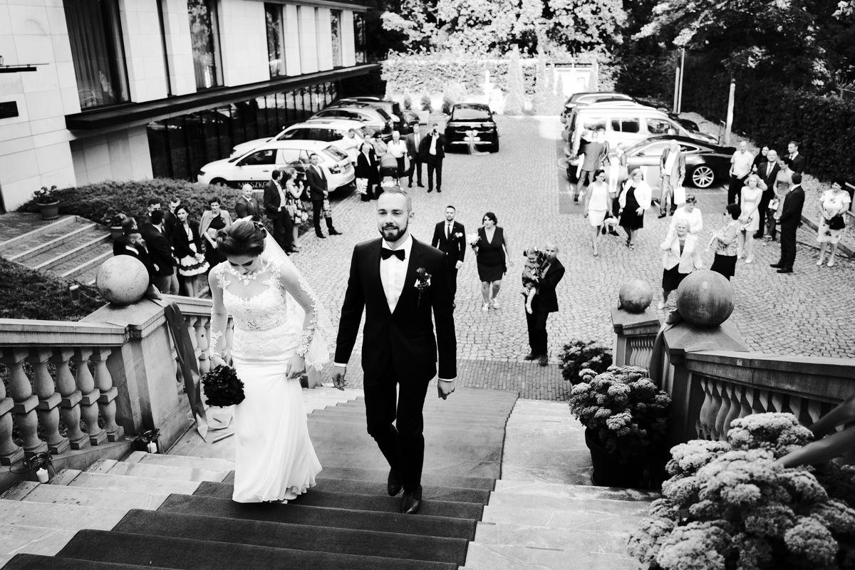 czarno-białe zdjęcia ślubne